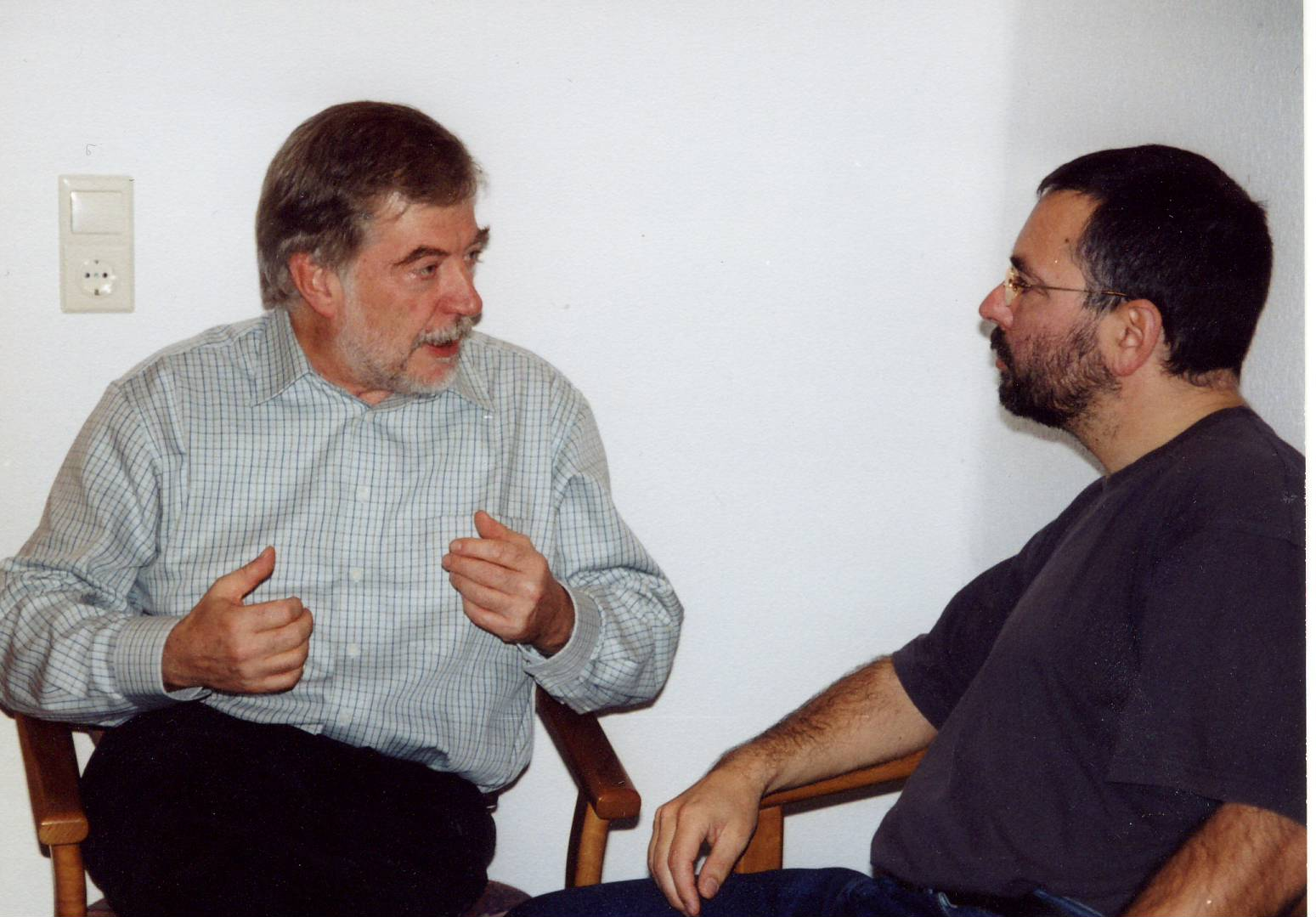 Hans-Joachim Maaz und Andreas Peglau, 2002 bei einem weiteren Gespröäch (Foto: Ulrike Gedeon-Maaz)