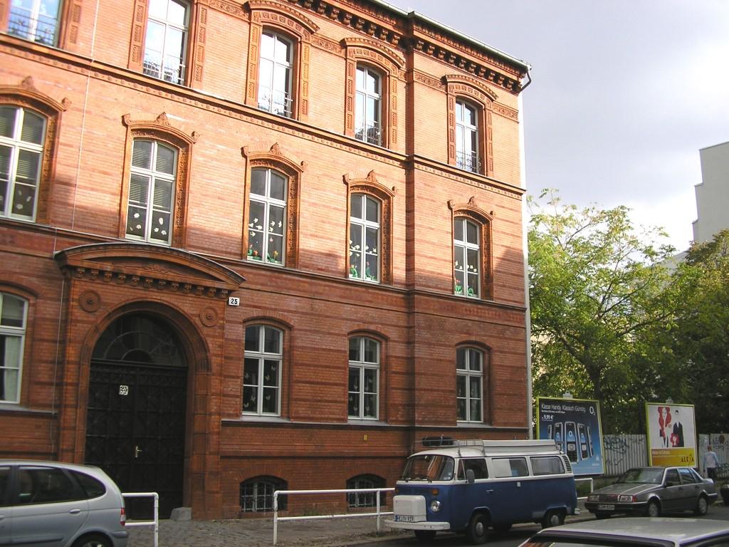 Auf dem Hof dieses Schulkomplexes in der Gartenstraße (Berlin-Mitte) befand sich 1931 noch das zentrale MASCH-Schulungslokal. Im Zweiten Weltkrieg wurde Letzteres zerstört.