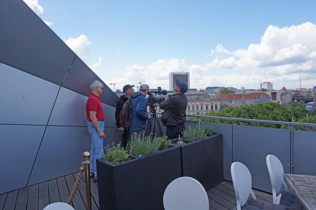 """Von oben sieht es noch einmal ganz anders aus: Blick über die Stadt vom Dach der """"Humboldt-Box""""."""