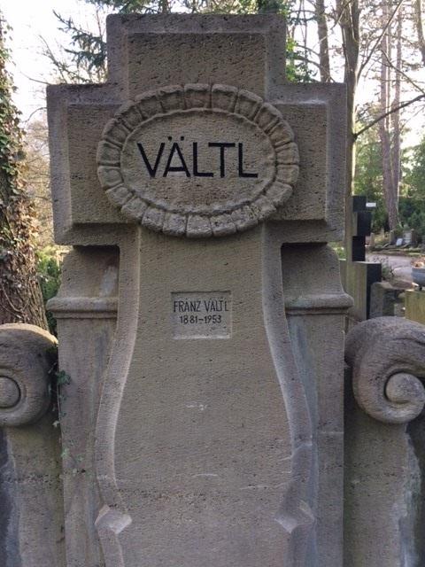 Grab Franz Vältls, Weimarer Hauptfriedhof, mit 2016 erneuerter Inschrift
